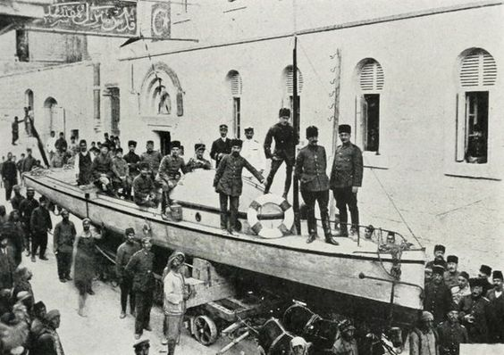 Motor Boat Leaving Jerusalem for the Dead Sea, World War 1 (Kudüs'den Lut Gölüne Bot Nakli, 1915)