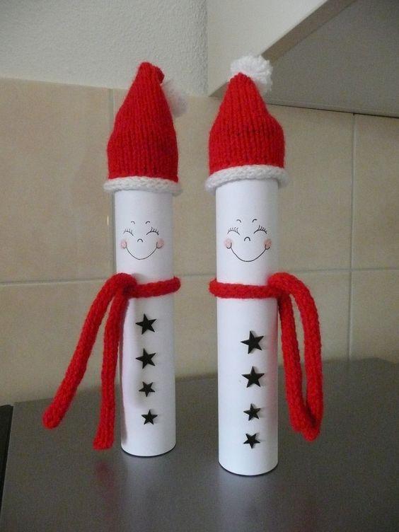 Smarties kokers, omgebouwd tot sneeuwmannen met kerstkleding. 2013 MoniMerel