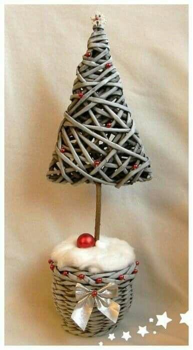 Weihnachtsbaum aus Papierröllchen