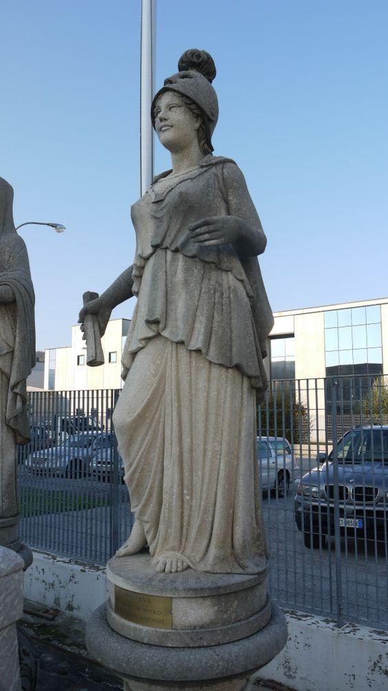 """Skulptur """"Minerva"""" aus Stein - http://www.achillegrassi.com/de/project/scultura-minerva-in-pietra-bianca-di-vicenza/ - Skulptur """"Minerva"""" aus weißem Stein von Vicenza (Elfenbein) Maße:  210cm x 80cm x 60cm"""