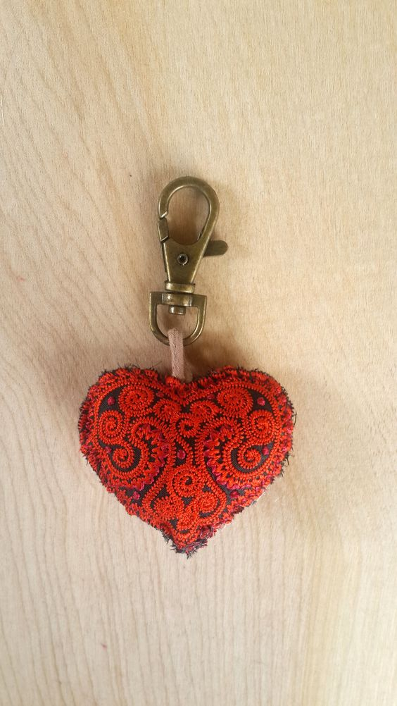 "Keychain Zip Pull ""I heart U"". AVAILABLE IN OTHER COLORS"