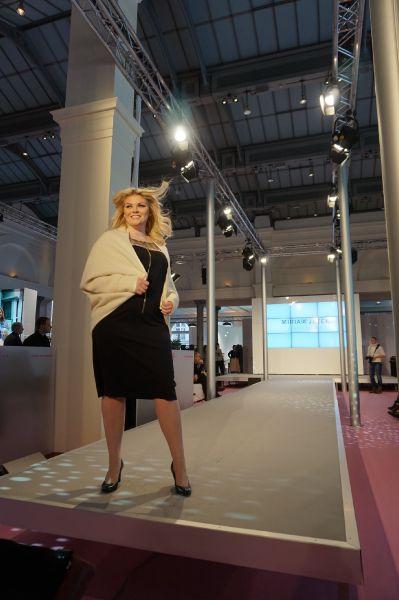 Kreationen von Miriam Jezek am Laufsteg der Curvy - Berlin Fashion Week
