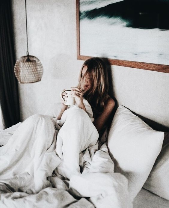 7 Hacks To Wake Up Earlier And Feel Energized