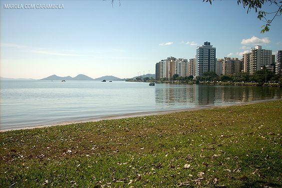 Vamos fazer um passeio pelo centro de Florianópolis? Descubra pontos turísticos que vão além do mar e da areia.