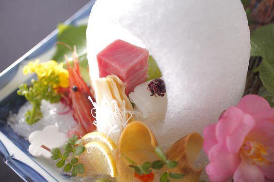 諏訪湖を一望できる温泉と一緒に楽しめる夕食は、人気の和食会席の他、フレンチ、イタリアンからもお選びいただけます。