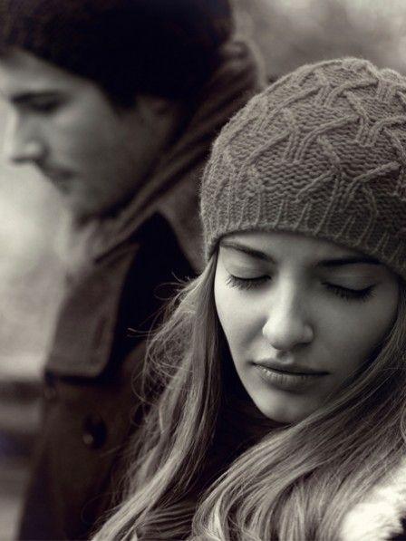 Auch wenn man sich wünscht, die große Liebe gefunden zu haben - diese Dinge solltest du niemals für die Beziehung tun müssen. Wenn du dich in diesen Verhaltensweisen wieder erkennst, ist dein Partner leider nicht der Richtige.