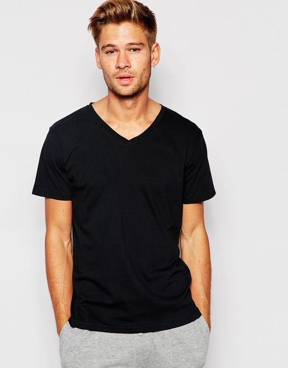 T-Shirt von Nudie leichtes Jerseymaterial mit V-Ausschnitt kurze Ärmel reguläre Passform - entspricht den Größenangaben Maschinenwäsche 100% Baumwolle Model trägt Größe M und ist 183 cm/6 Fuß 0 Zoll groß