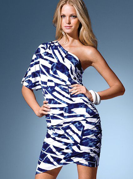 Love this pattern for one shoulder dress