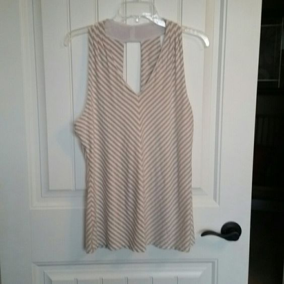 White House Black Market Blouse This top is in great condition! It was barely been worn. Bundle 2 items and get 20% off! Make me an offer :) White House Black Market Tops Tank Tops
