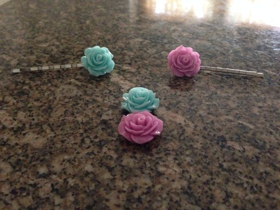 Custom interchangeable hair pin/ bobby pins. More colors to come soon. Etsy store: WondersOfEnigma