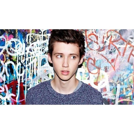 YouTube superstar Troye Sivan gets covered hours after streaming debut... ❤ liked on Polyvore featuring youtubers and troye sivan