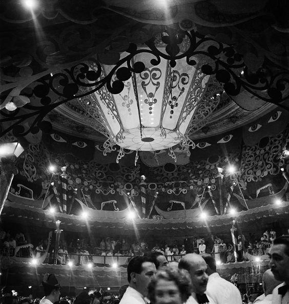 Baile de carnaval no Teatro Municipal, Rio de Janeiro, 1950.  veja.abril.com.br