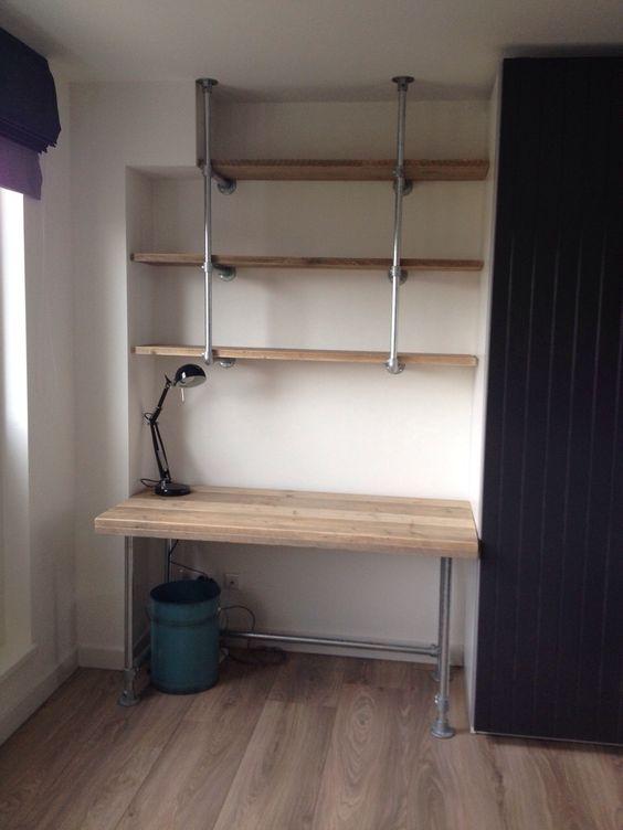 Een stoer bureau van steigerbuizen en gebruikt steigerhout for Bureau van steigerhout maken