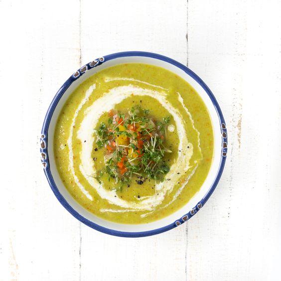 Erbsen-Suppe mit Boullion-Gemüse