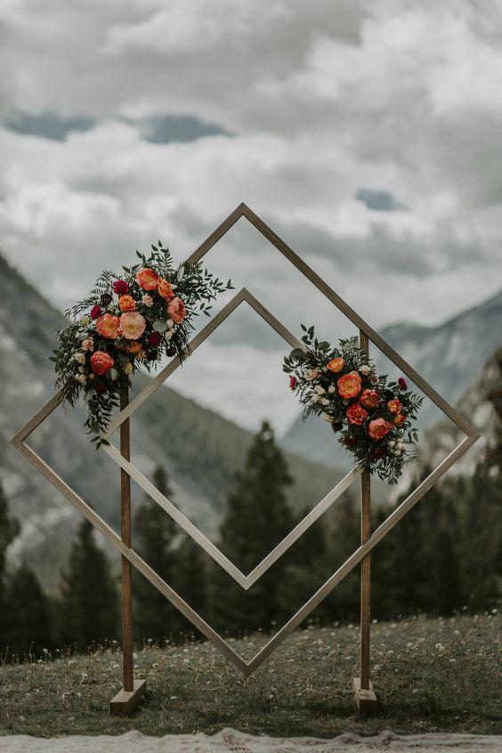 arche de cérémonie pour petit budget de mariage.