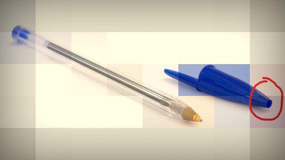 #DuvidaCruel: Por que há um buraco nas tampas de canetas? ↪ Você já deve ter notado que as tampas de suas canetas esferográficas tem um buraco na ponta. Sabe por quê? Descubra a resposta para essa #DuvidaCruel! http://www.curiosocia.com/2016/02/por-que-ha-um-buraco-nas-tampas-de.html