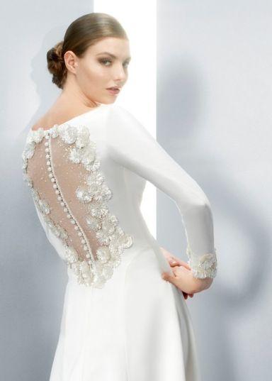 Vestidos de noiva com costas bordadas de flores #jesuspeiro #casarcomgosto