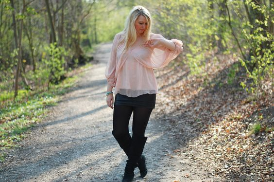 Spring outfit in the forrest - VILA top and Gina Tricot pleather skirt