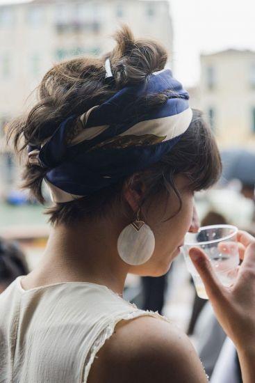 17 ideias de como adotar o lenço em suas produções de moda | MdeMulher: