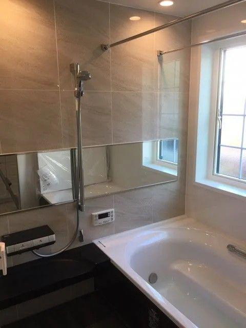 リクシルアライズ オプションで壁タイル調あり バスルーム おしゃれ