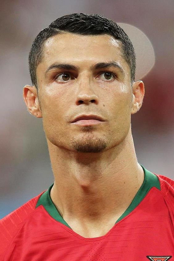 Hairstyle Looks By Cristiano Ronaldo Men S Hairstyles 2020 In 2020 Cristiano Ronaldo Haircut Ronaldo Haircut Cristiano Ronaldo Hairstyle