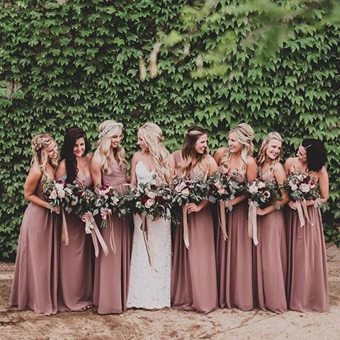 Â¿Vas a tener damas de honor en tu boda? Te presentamos en el post de hoy algunas ideas de vestidos para tus damas de honor #boda #bodas #wedding #mecaso #bridesmaids #bodas2018 #ideasdeboda #damadehonor #damasdehonor #dridesmaids