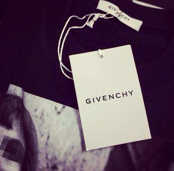 GIVENCHY(ジバンシー)のタグ