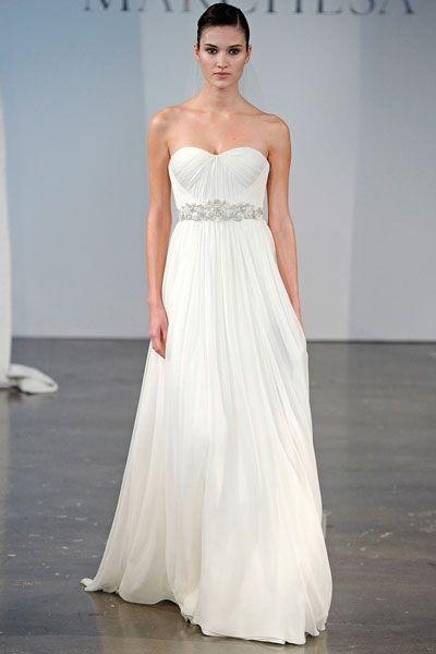 Brautkleider im Empire Stil: Silberner Gürtel