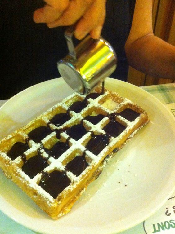 Wafle cubierto con chocolate bitter en Paris