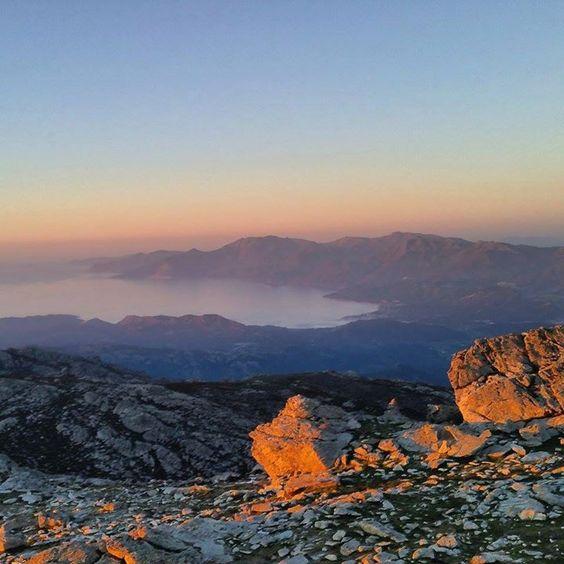 Région de Ponte-Leccia - Couché de soleil sur le Monte Astu (au-dessus de Lama et Pietralba), surplombant la vallée de l'Ostriconi