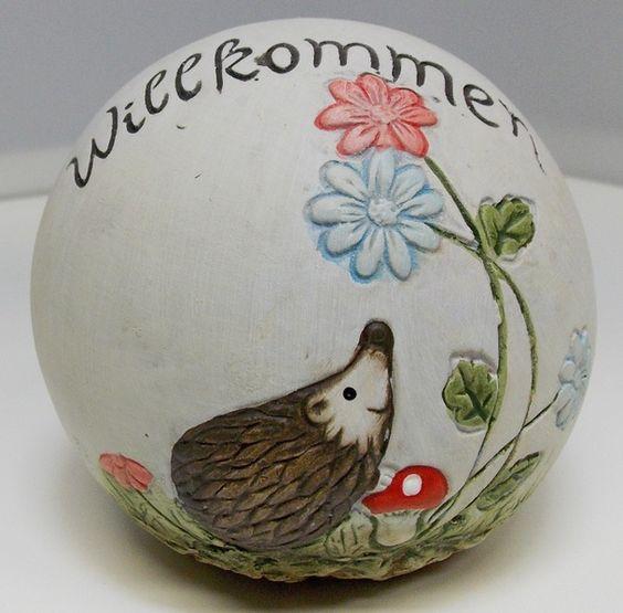 Dekoration+Kugel+Willkommen+mit+Igel+und+Blumen...+von+sticken-und-stricken+auf+DaWanda.com