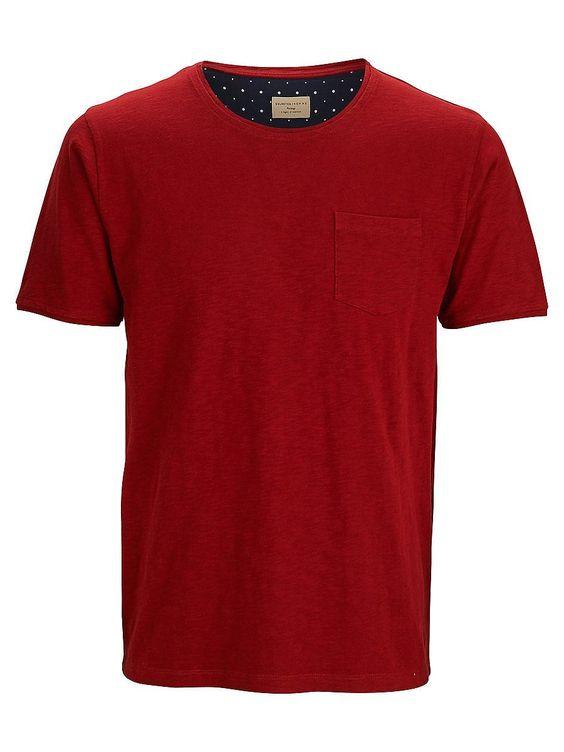 Heritage SELECTED Homme - Regular fit - 100 % Baumwolle - Rundausschnitt - Brusttasche - Weiche Qualität Das Model ist 189 cm und trägt Größe L. Hier bekommst du ein Basic-T-Shirt in den warmen Farben des Herbstes. Styling-Tipp: Trage an lässigen Tagen dazu Jeans und Sneakers.  100% Baumwolle...