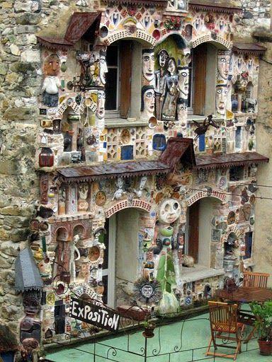 Roland Dutel's La demeure aux figures in Drome, France