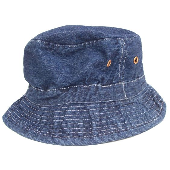 From Americas former go to style institution, this vintage Gap cap with contrast stitching and dual grommet details is a nod to the '50s watersport scene. This bucket hat serves up a strong dose of co