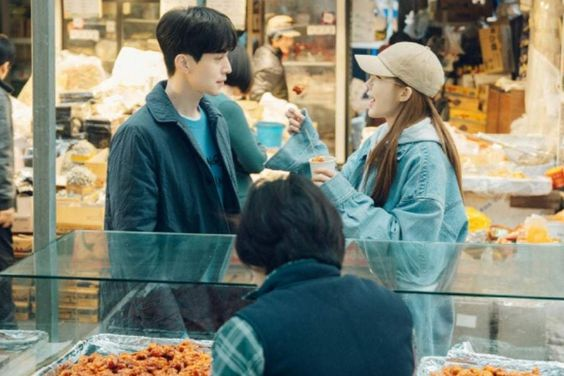 "Lee Dong Wook And Yoo In Na Are Lovey-Dovey During Their Date In ""Touch Your Heart"""