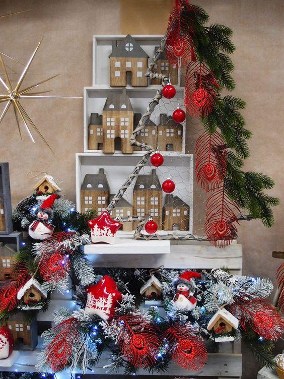 Come creare un alberino di natale con delle cassette di - Decorazioni natalizie con legno ...