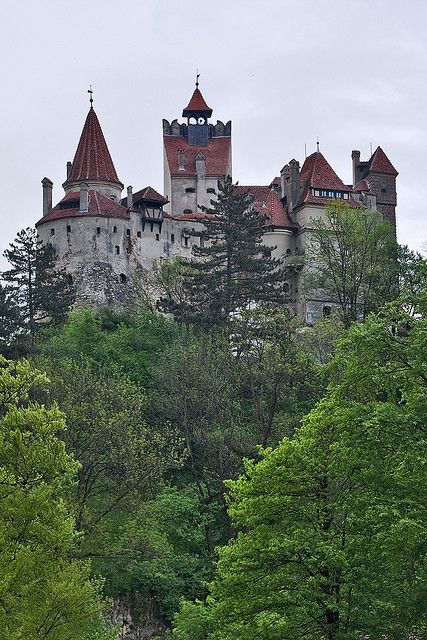 FASHIONISMO VAMP http://www.redevampyrica.com/home/?page_id=7469   Bran Castle seen from lawn across the river
