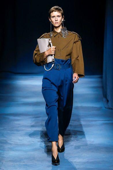 Tendenze moda 2019 - Pantaloni a vita alta blu elettrico