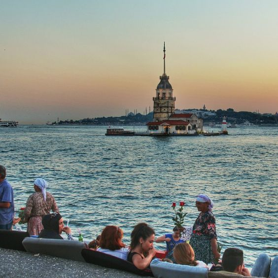 #Istanbul: According to a #TurkishLegend, a #princess was locked up in the Maiden's tower by her father because of a #prophet who alerted him that the princess would die by a #snakebite. The father sent his daughter to the #MaidensTower to protect her. Unfortunately, she was bitten by a snake that was brought to the islet in a basket of grapes. Photo taken by @me_tiryakioglu. #localculture #photooftheday #comissionculture