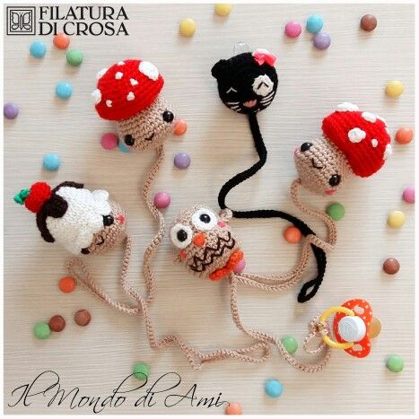 """Portaciucci realizzati con filato """"Zara"""" Filatura di Crosa #cupcake #muffin #sweet  #portaciuccio #pacifier #ciuccio #pacifierholder #amigurumi #handmade #fattoamano #crochet #uncinetto #yarn #filaturadicrosa #instacrochet #filato #kawaii #gufo #owl #funghetto #mushroom #gattino #littlecat"""