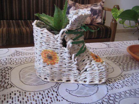 bota-květináč z papírových trubiček