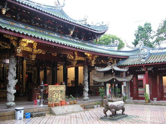 Khi đến du lịch Singapore bạn có cơ hội đến đây, hãy chiêm ngưỡng kiến trúc truyền thống đặc trưng của miền Nam Trung Quốc.