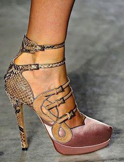 Farol - Moda com Estilo: Sou apaixonada por muitas coisa...mas sapatos é uma das minhas maiores paixões.