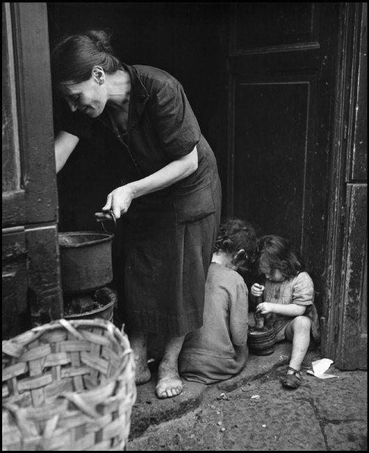 Wayne Miller ITALY. Naples. July, 1944.