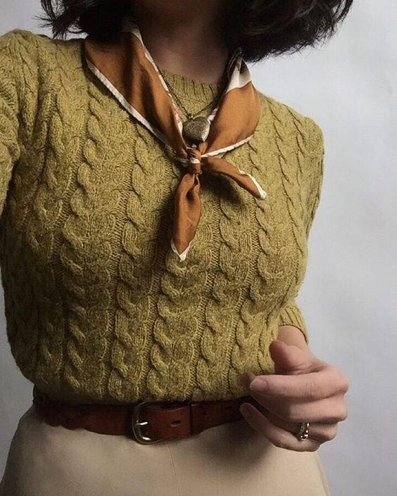 свитер с платком