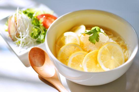日本初上陸!!ハワイの麺料理「サイミン」こと『氷レモンラーメン』と『カレーレモンラーメン』が期間限定で発売。馬喰町のハワイアンビストロ「39YOSHOKU」にて8月31日まで|株式会社QSCのプレスリリース