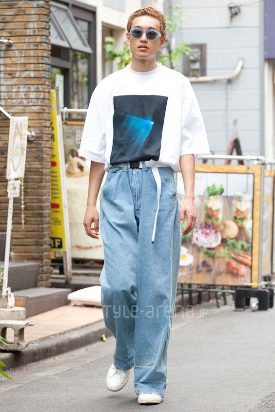 ワイドパンツ×プリントTシャツ×ガチャベルト