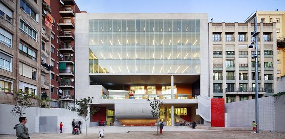 Edifício Collage / Rahola Vidal