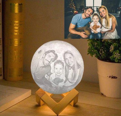 Personalisierte 3d Mondlampe Waagemann In 2020 Mond Lampe Winterdekorationen Einzigartige Geschenke