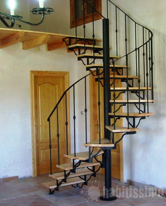 acceso a planta superior mediante la construccin de escalera de caracol con pisas compensadas para lograr